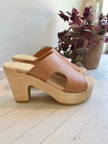 No.6 Alexis Cut Out Slide Platform