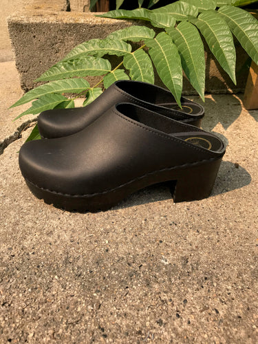 No.6 New School Clog on Mid Tread in Black on Black Base