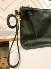 Eleven Thirty Hanna Large Clutch / Olive