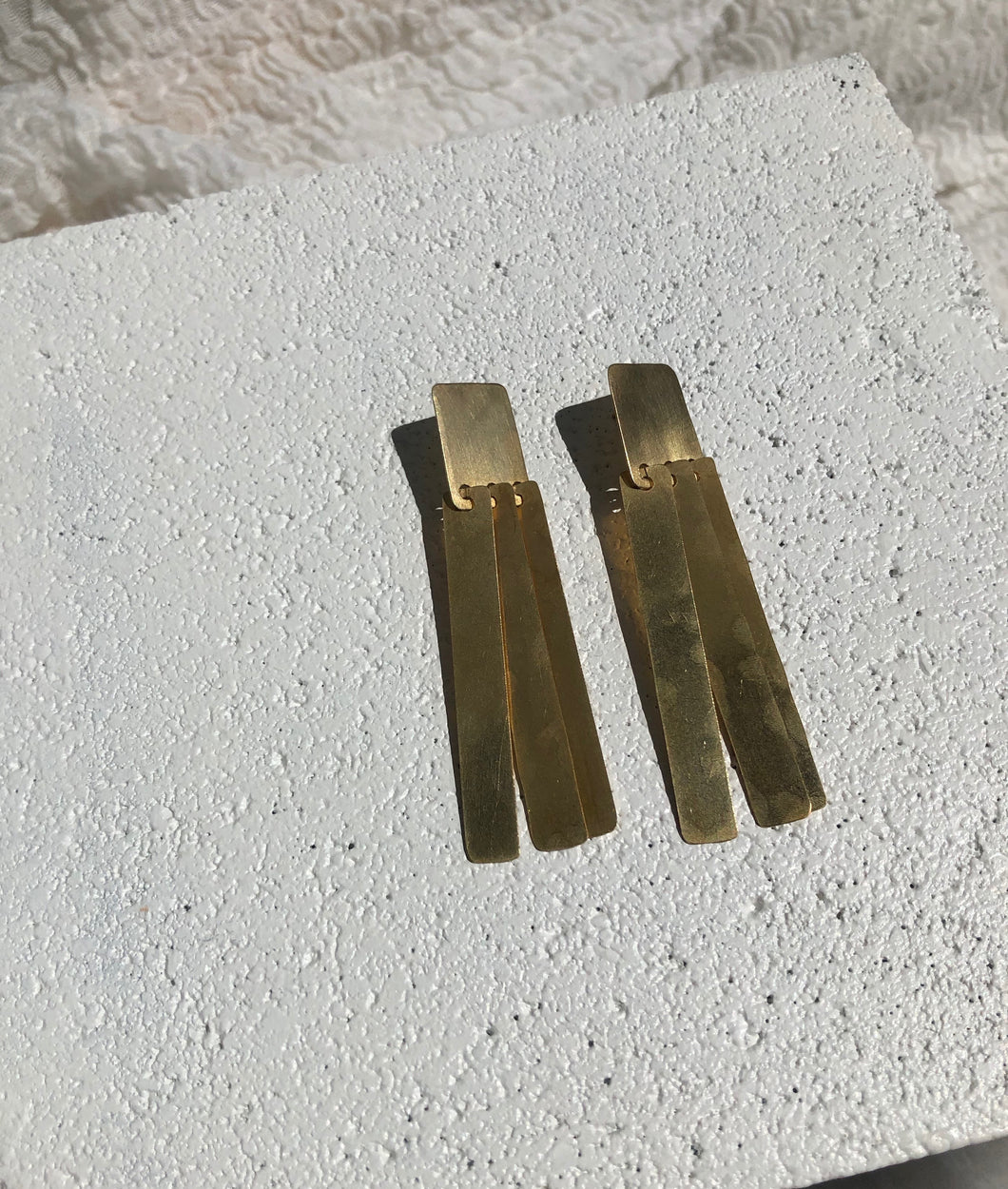 Fay Andrada Suti Long Earrings / Brass