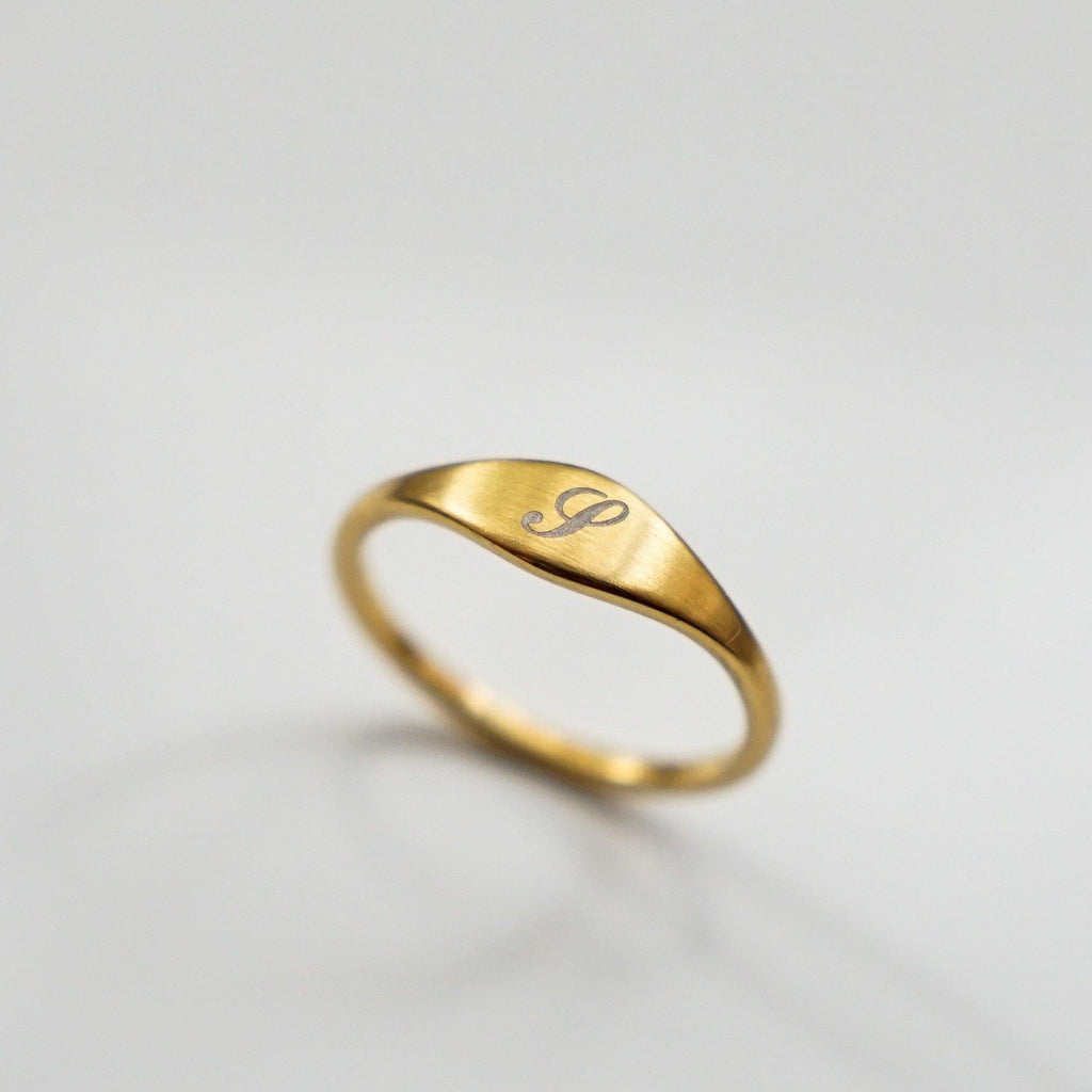 Personalized Initial Mini Flat Signet Ring - Matte Gold - Studdedheartz