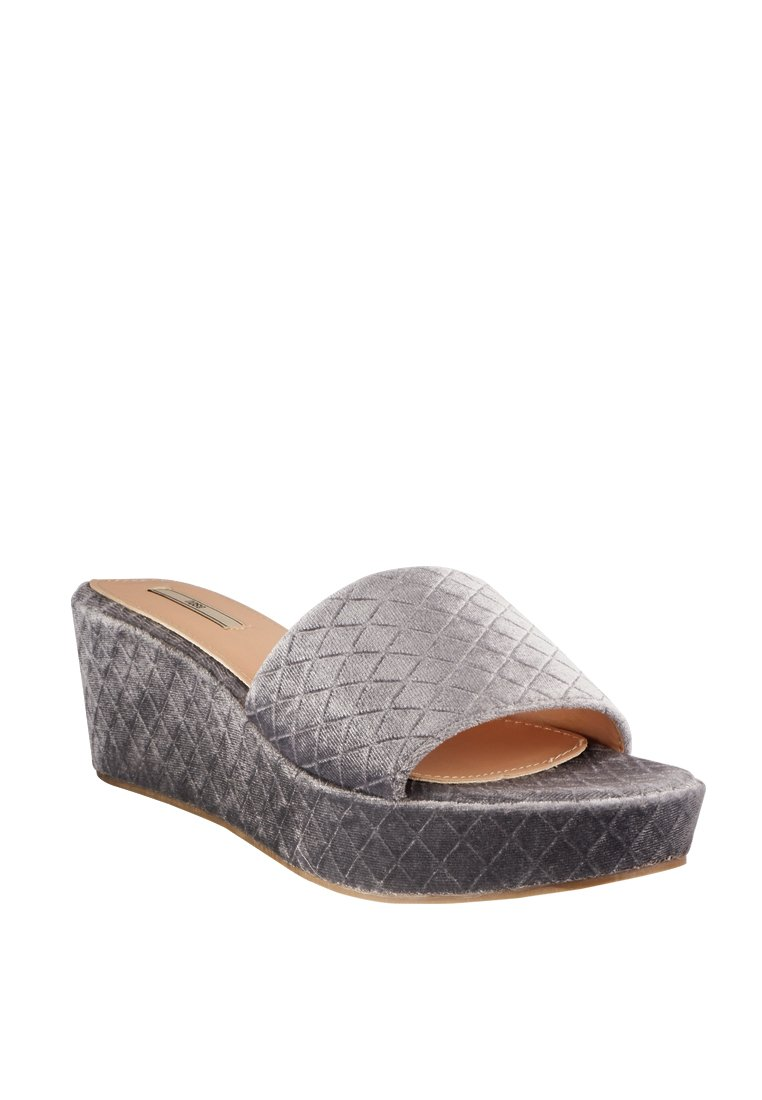 Checkered Velvet Wedge Slide - nose intl