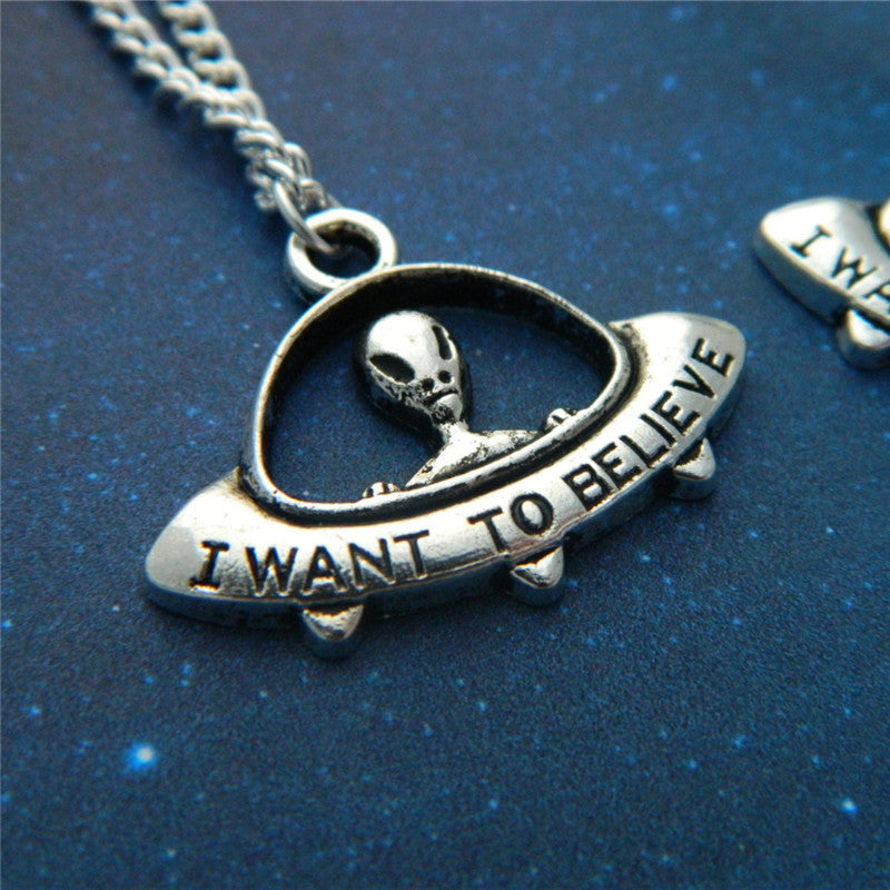I Want To Believe - Pendant/Necklace/Choker in Velvet Pouch