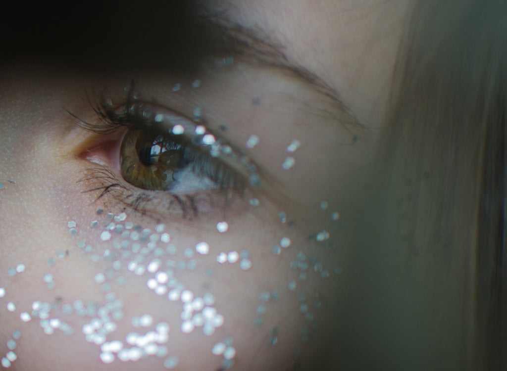 image of eye with glitter