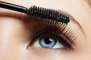 The Best Natural And Non-Toxic Mascara Your Lashes Will Love | Waterlilies And Company