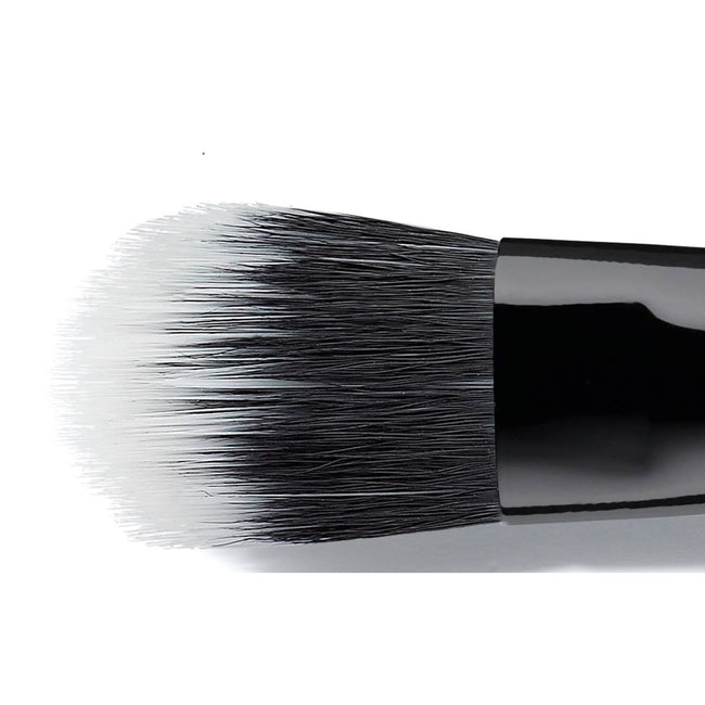 Claudia Schiffer - Medium Eye Shadow Brush - Velvet Scarlet