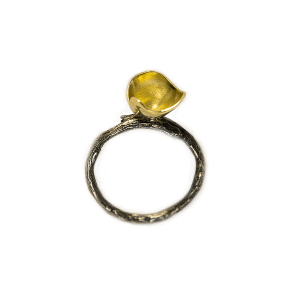 Minimalistic Gold Flower Ring