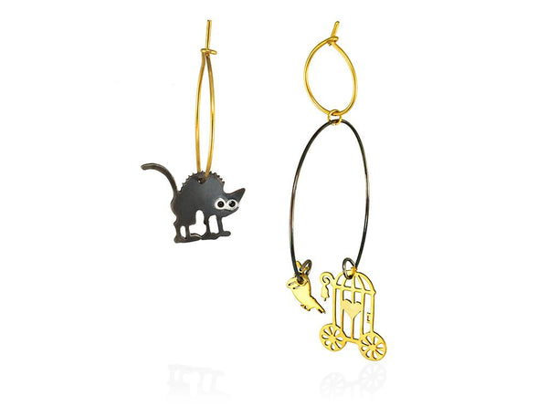 A bird out of the cage and the cat staring at it rathrer impressed. Hoop  gold-plated and oxydised silver earrings