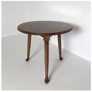 Essex Pad Foot Cricket Table