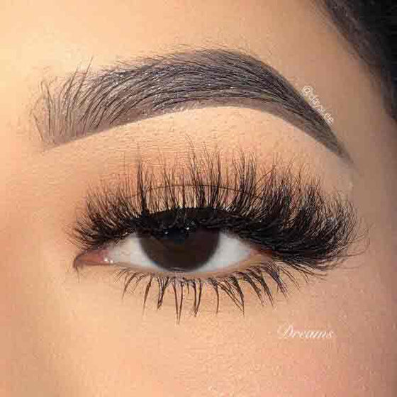 Dreamy Winged Lashes That Add Light Volume and Length
