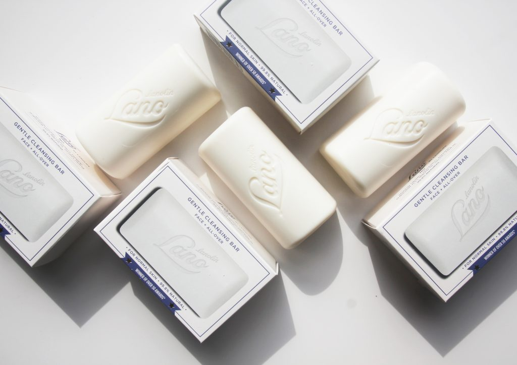 Cleansing bars with and without packaging