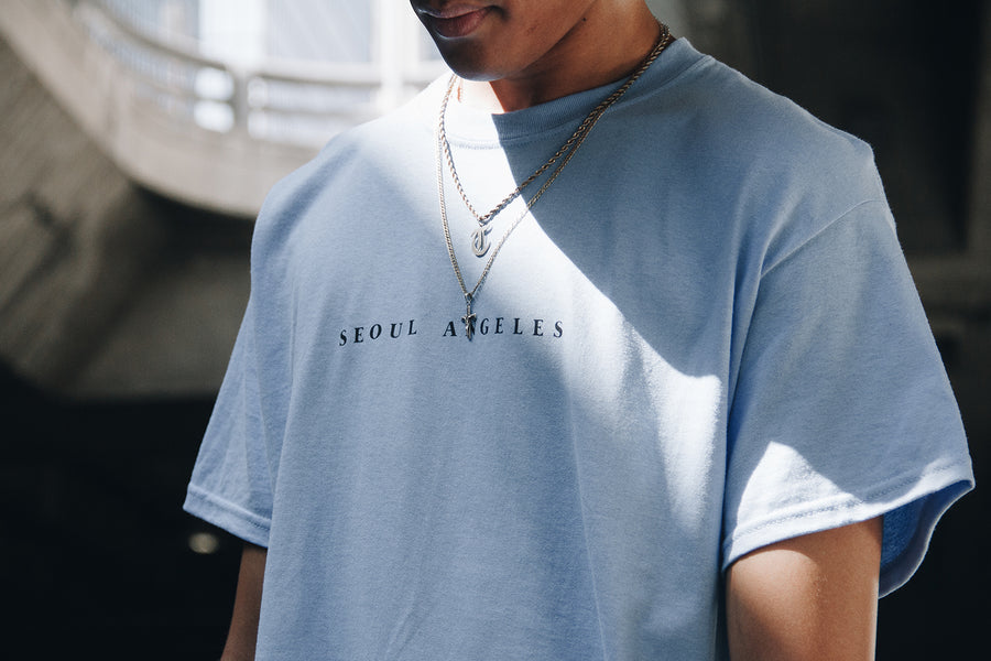 SEOUL ANGELES TEE (CAROLINA BLUE)