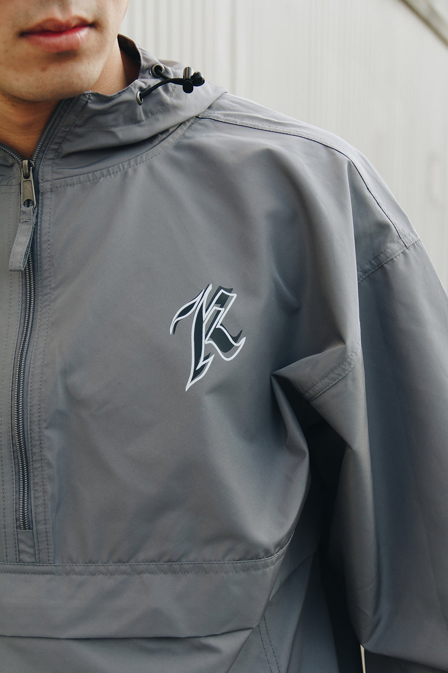 K QUARTER-ZIP WINDBREAKER (GRAPHITE)