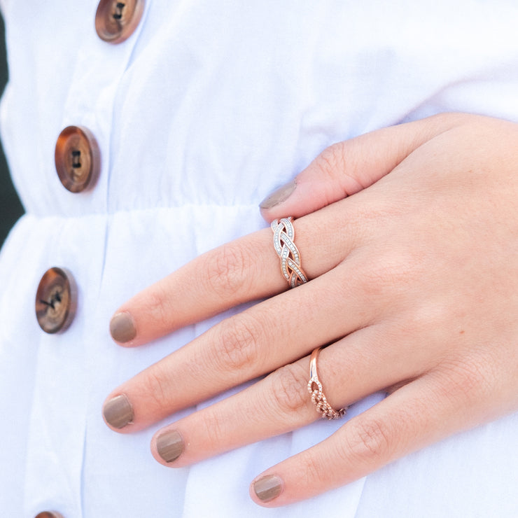 Fully Intertwined Ring Detail