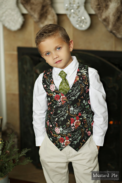 Boys Necktie in Holly