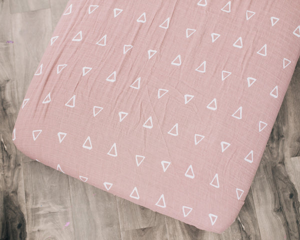 Mebie Baby Blush Triangle Muslin Crib Sheet