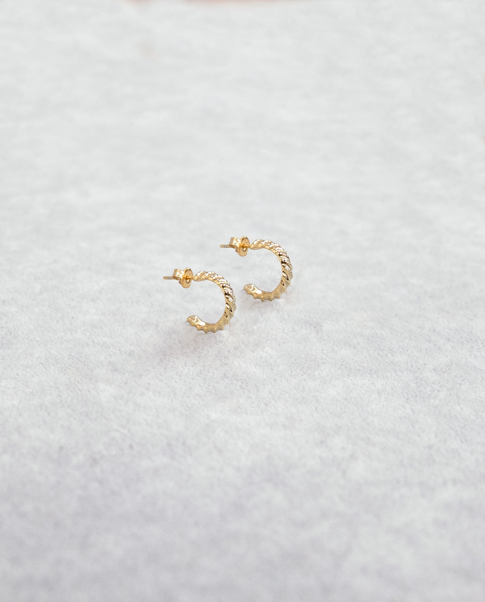 Small golden earrings with 925 silver relief | THE-ARE Jewels |