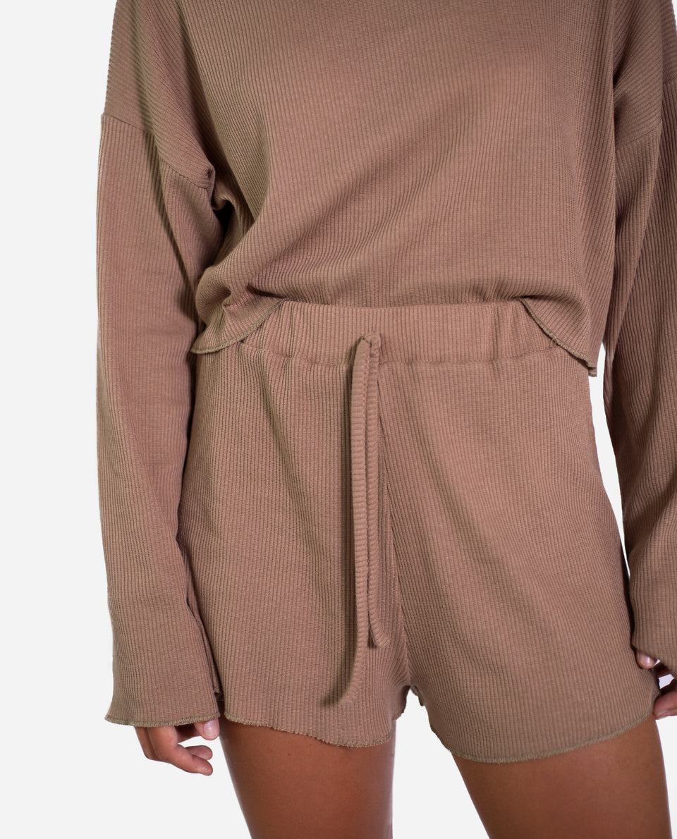 SHORT WITTY | Short canalé camel oversize | Conjunto comfy THE-ARE