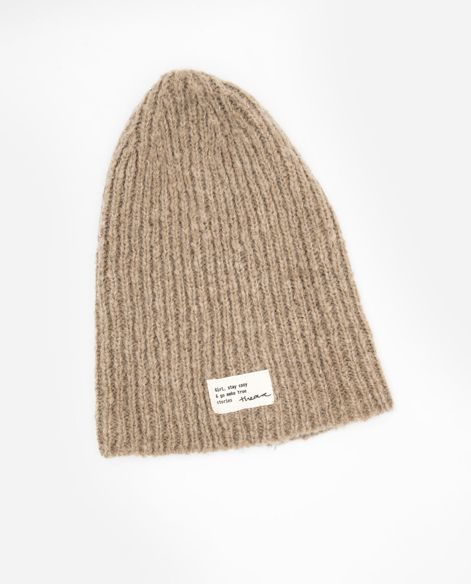 Gorro camel de punto | Accesorios de invierno THE-ARE