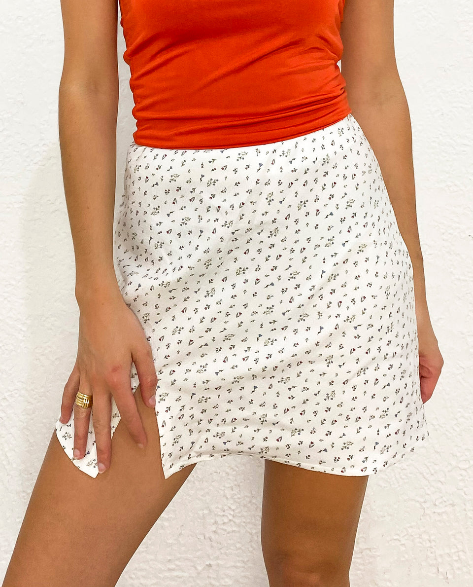 MINI FALDA SUMMERTIME | Mini falda ajustada estampado florecitas mujer | THE-ARE