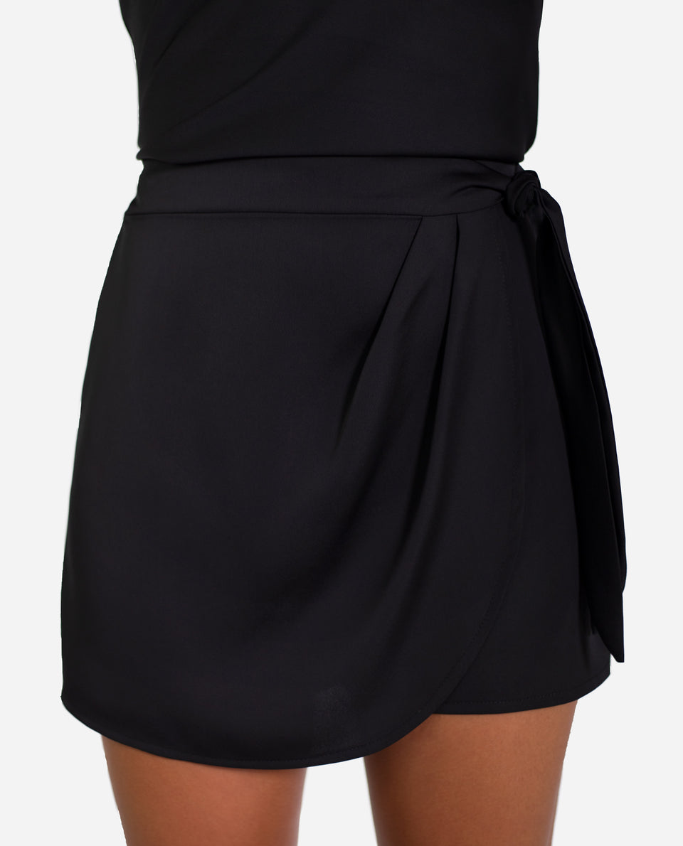 SHORT YOU GO GIRL | Short negro con solapa y lazada | Shorts fiesta THE-ARE