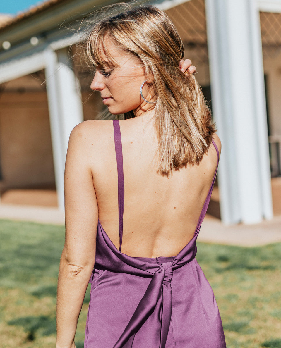 Vestido corto morado elegante invitada escote halter | THE-ARE