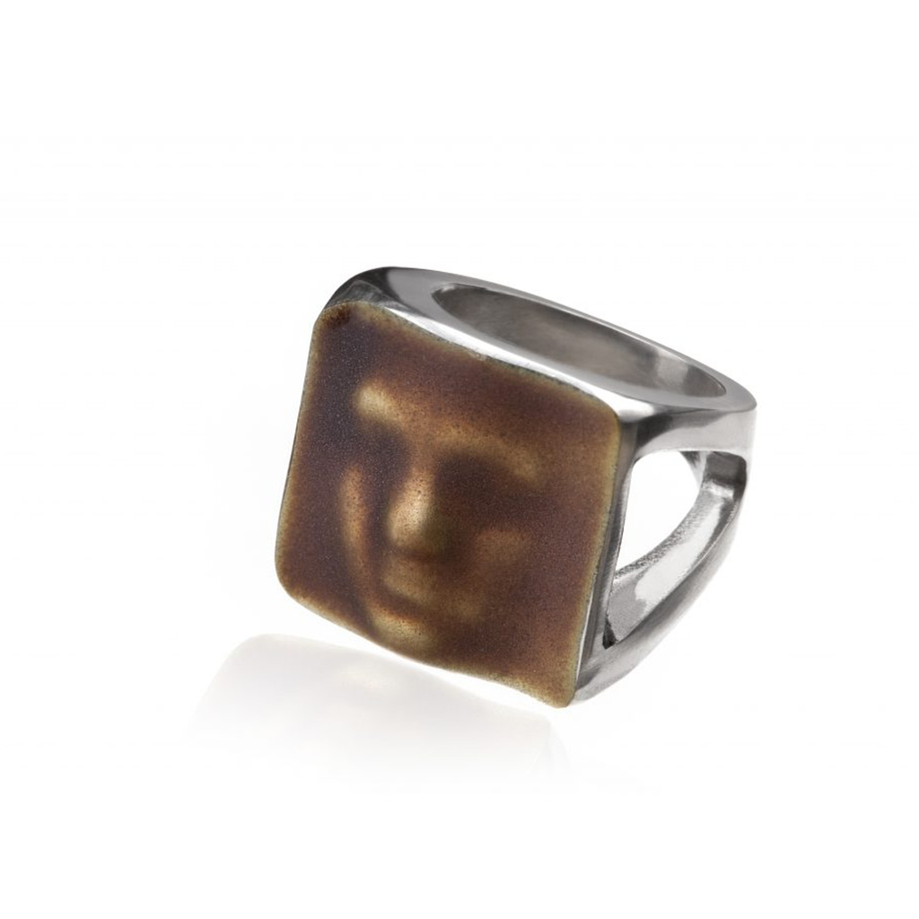 Linn Sigrid Bratland  - Silver Maskerade Ring Brown Editorial