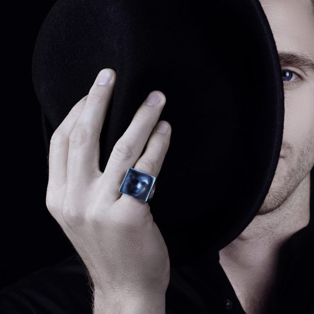 Model wearing Linn Sigrid Bratland  - Silver Maskerade Designer Ring Editorial on IndieFaves