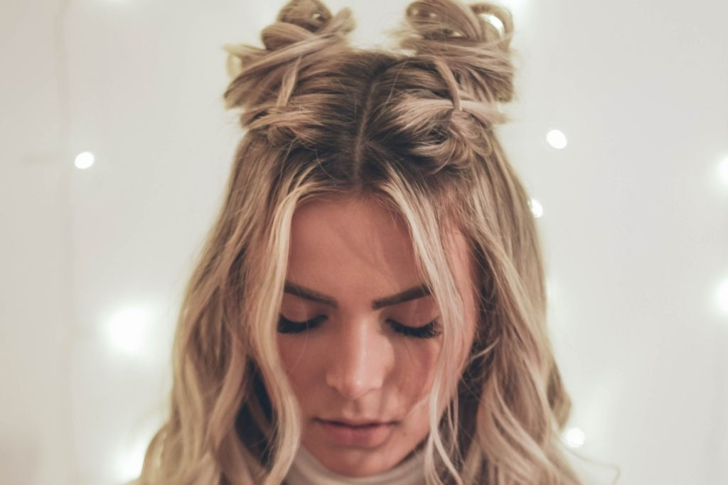 Our Favorite Effortless Hairstyles for Holiday Parties