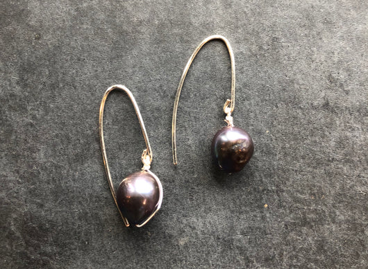 Simple black pearl earrings