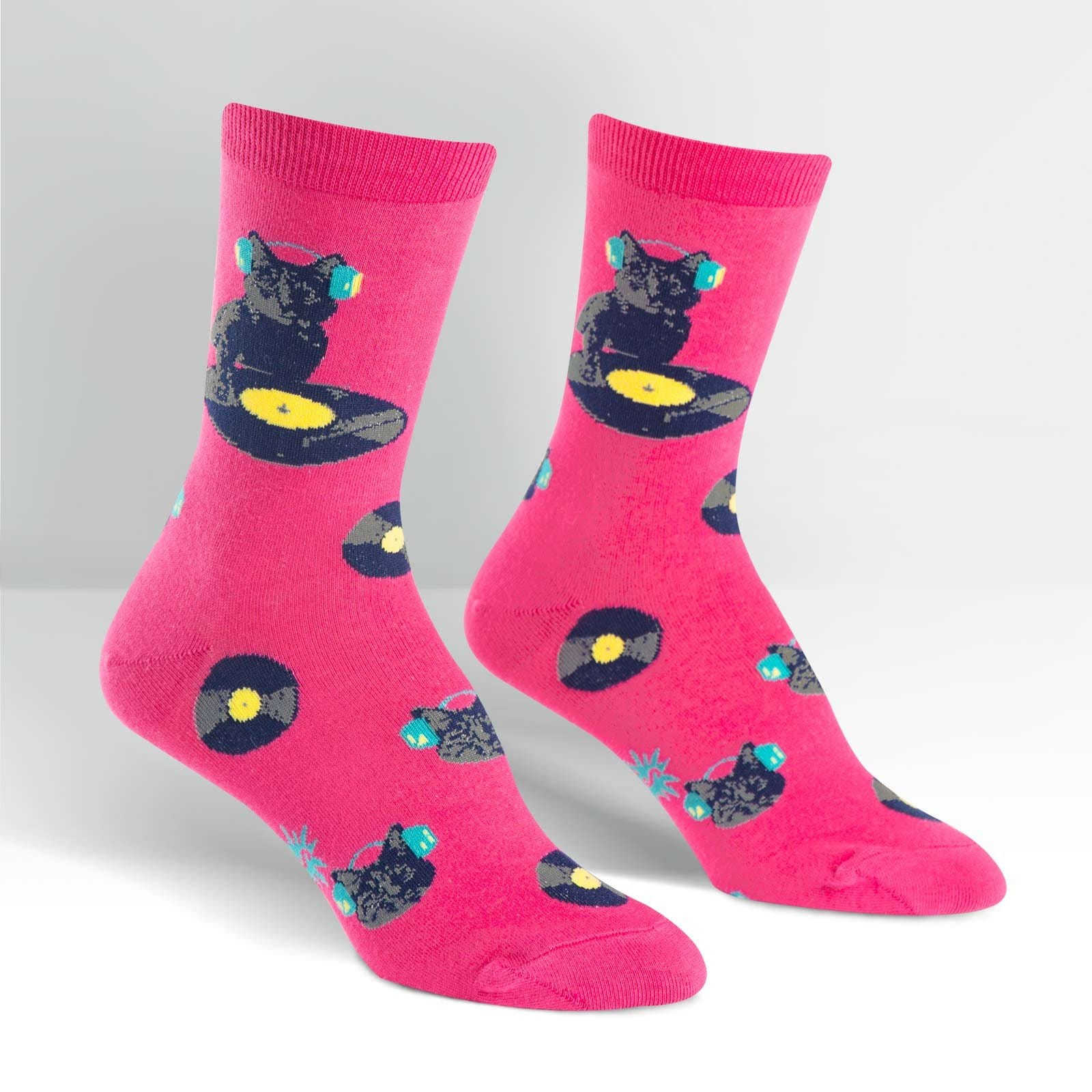 cat in socks Former first cat socks, one of the world s most famous felines, died friday at the age of 20 after battling throat cancer since november a stray cat rescued by the clinton's daughter, chelsea.