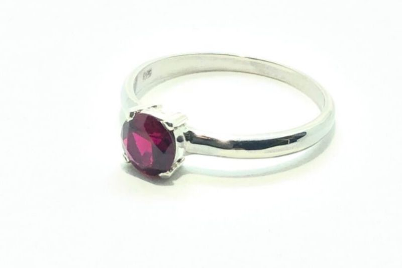 Iti Pretty Garnet Ring
