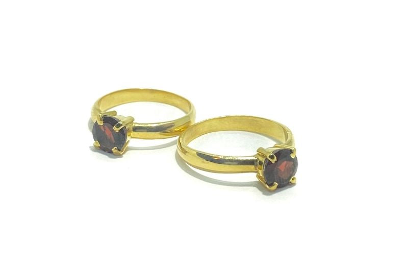 Gold Iti Pretty Garnet Ring