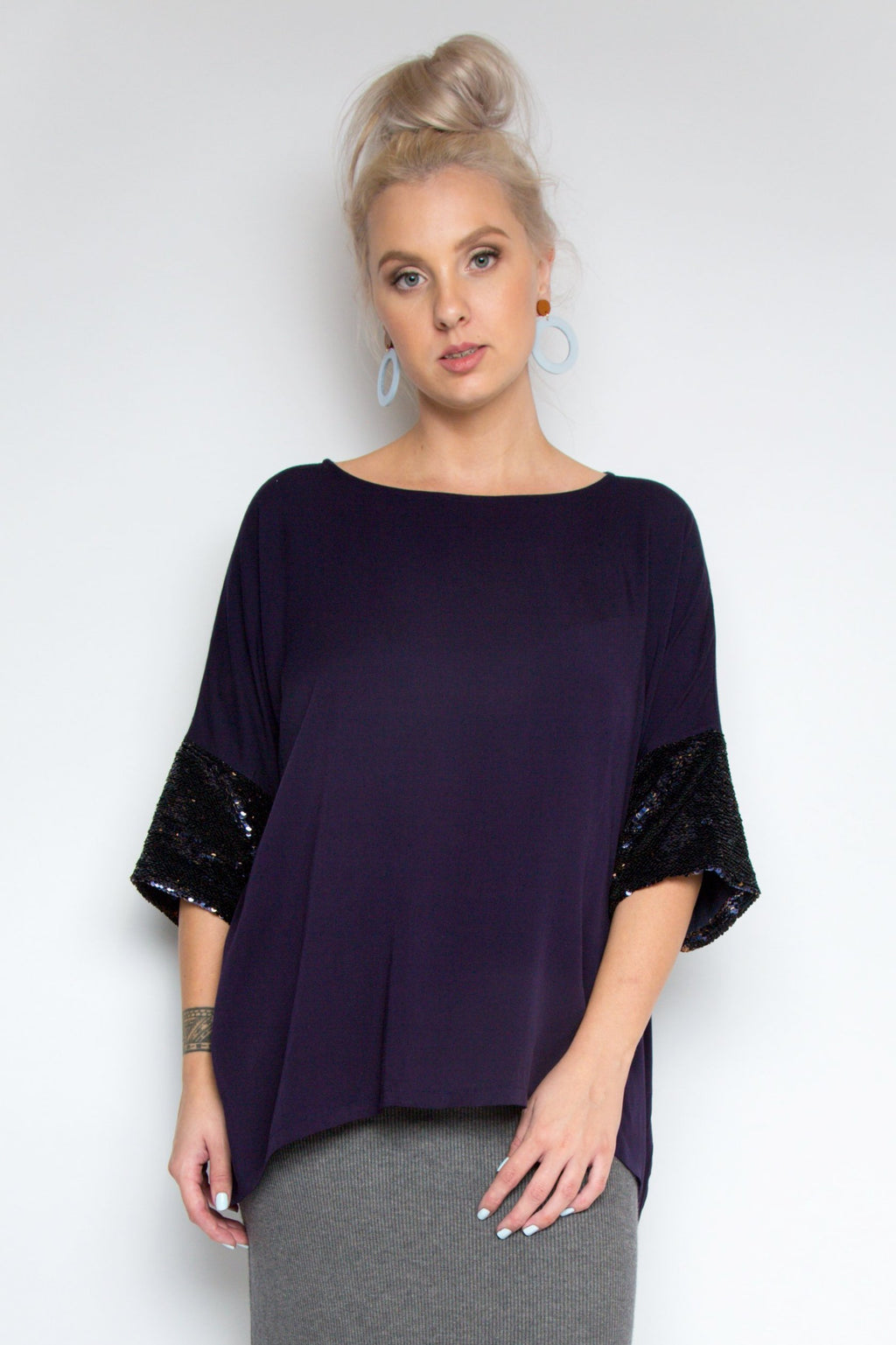 A Cute Top with Sequin Sleeves in Indigo/Gold