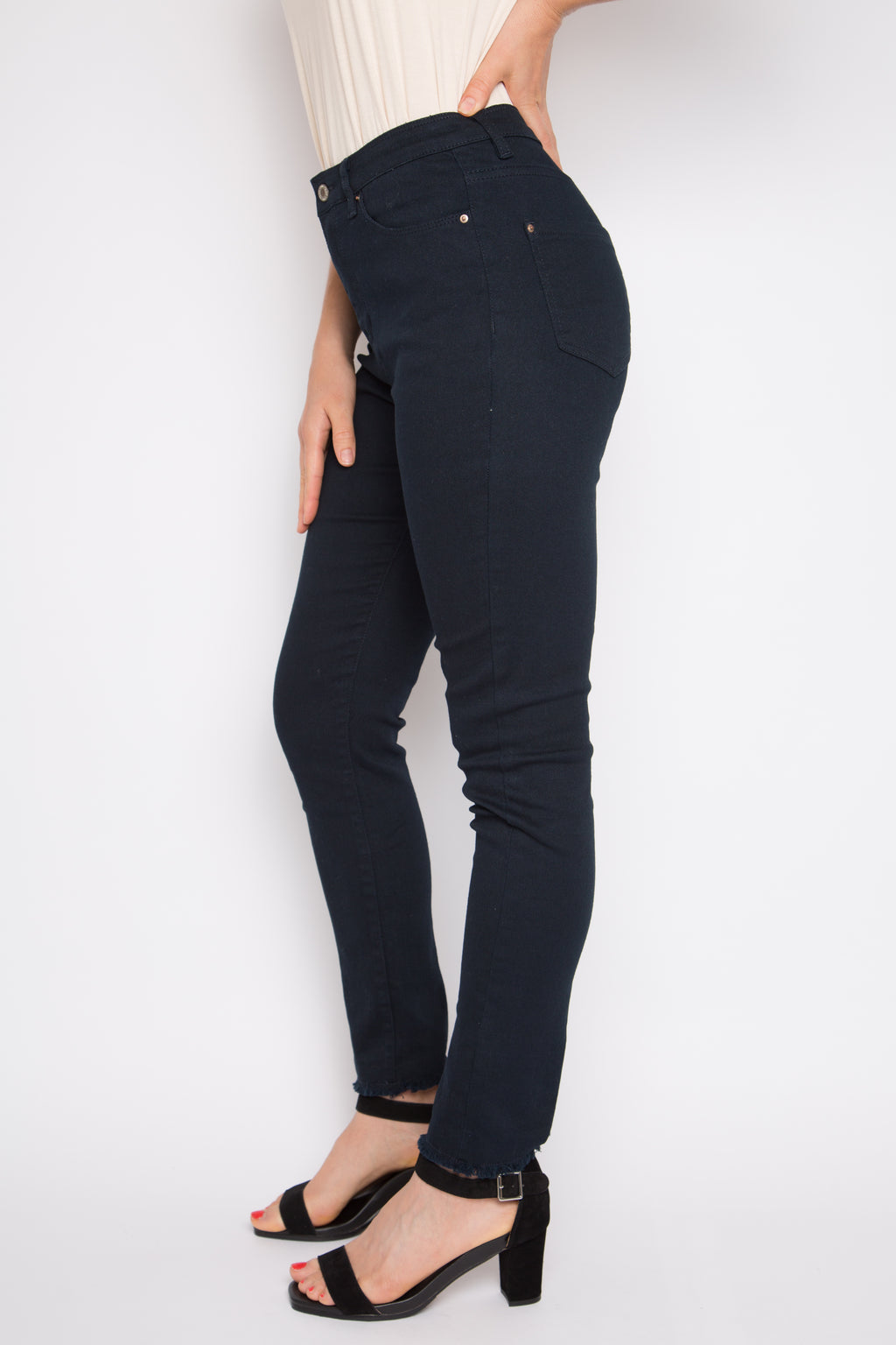 Frayed Denim Jeans in Dark Blue