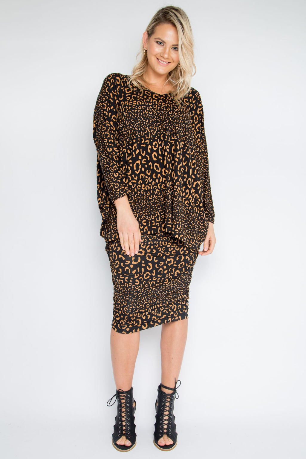 Long Sleeve Hi-Low Miracle Top in Coffee Leopard