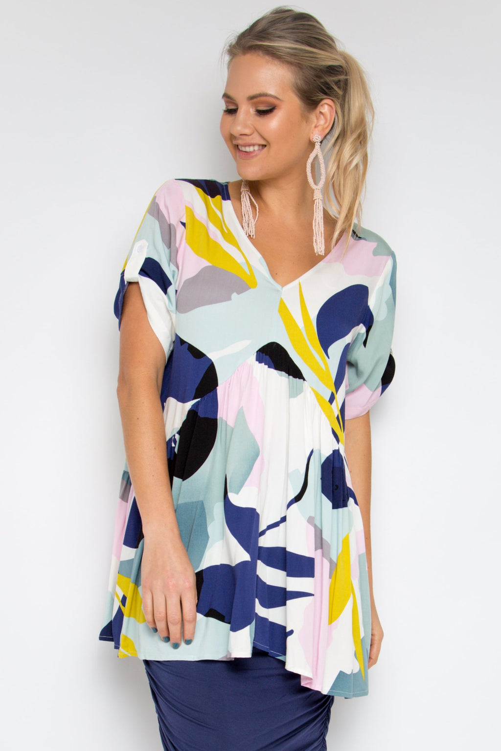 Short Sleeve Peak Top in Tropical