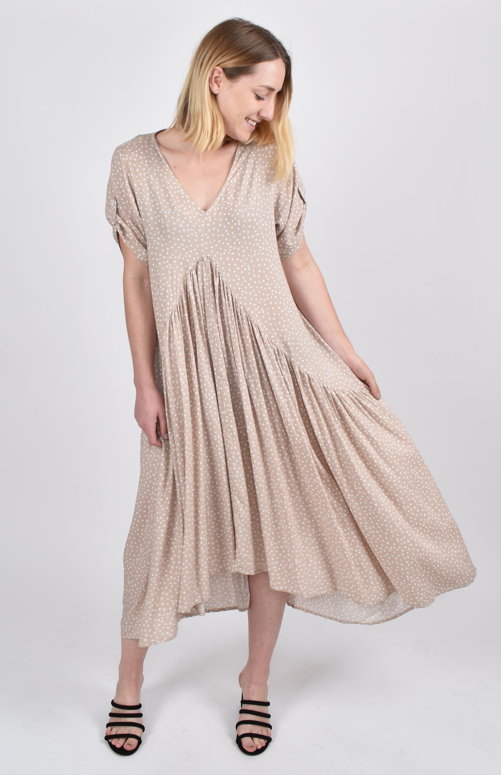 Short Sleeve Peak Maxi Dress in Sand Dune