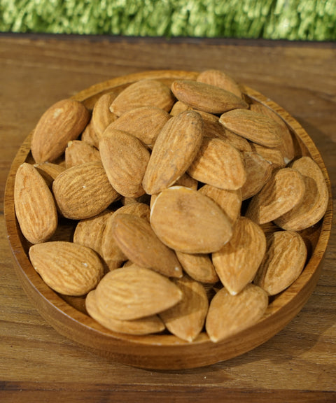 Organic almond from Italy