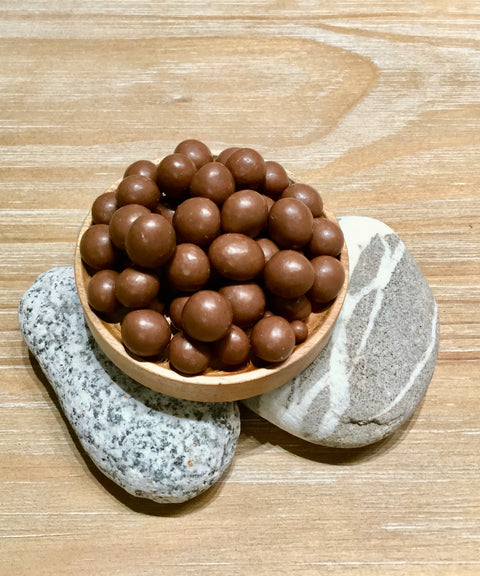 Organic hazelnut coated with milk chocolate 有機牛奶巧克力榛子