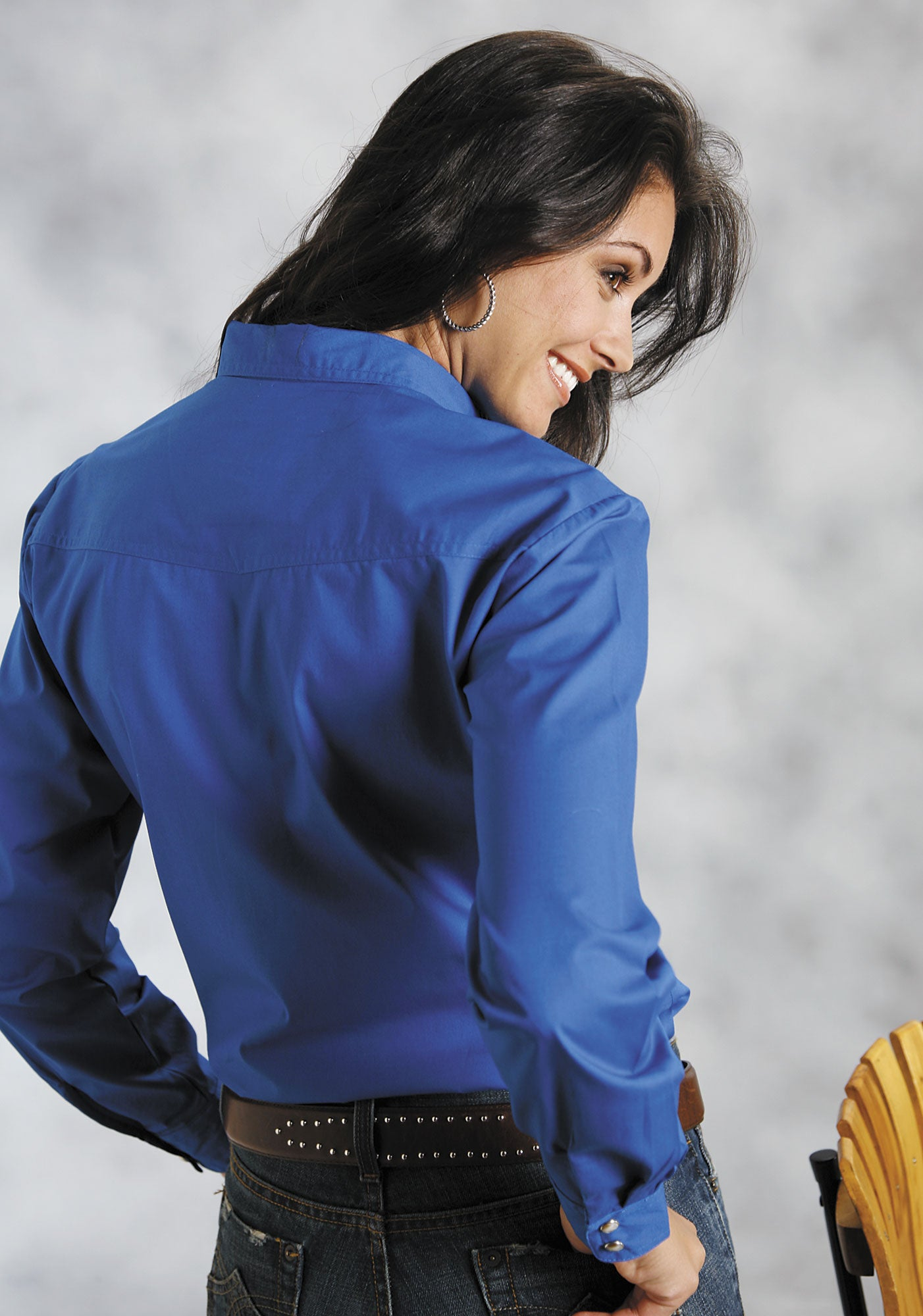 ROPER LADIES BLUE SOLID POPLIN 1PT BACK YOKE VERGTD SNAP INSTOCK SOLID POPLIN LONG SLEEVE SHIRT