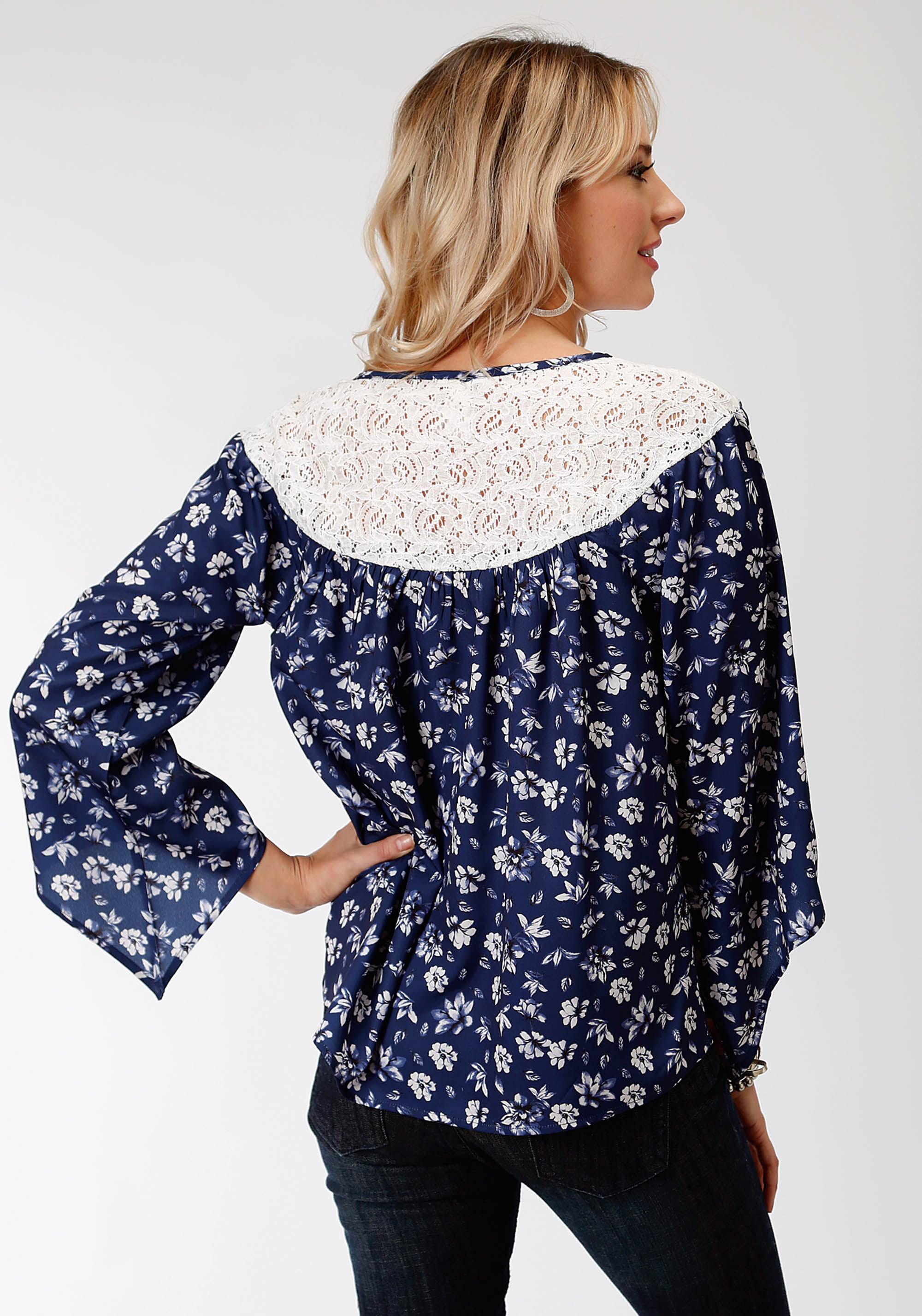 ROPER WOMENS BLUE 9441 STEEL MAGNOLIAS PRT POLY TOP STUDIO WEST COLLECTION- STEEL MAGNOLIAS LONG SLEEVE