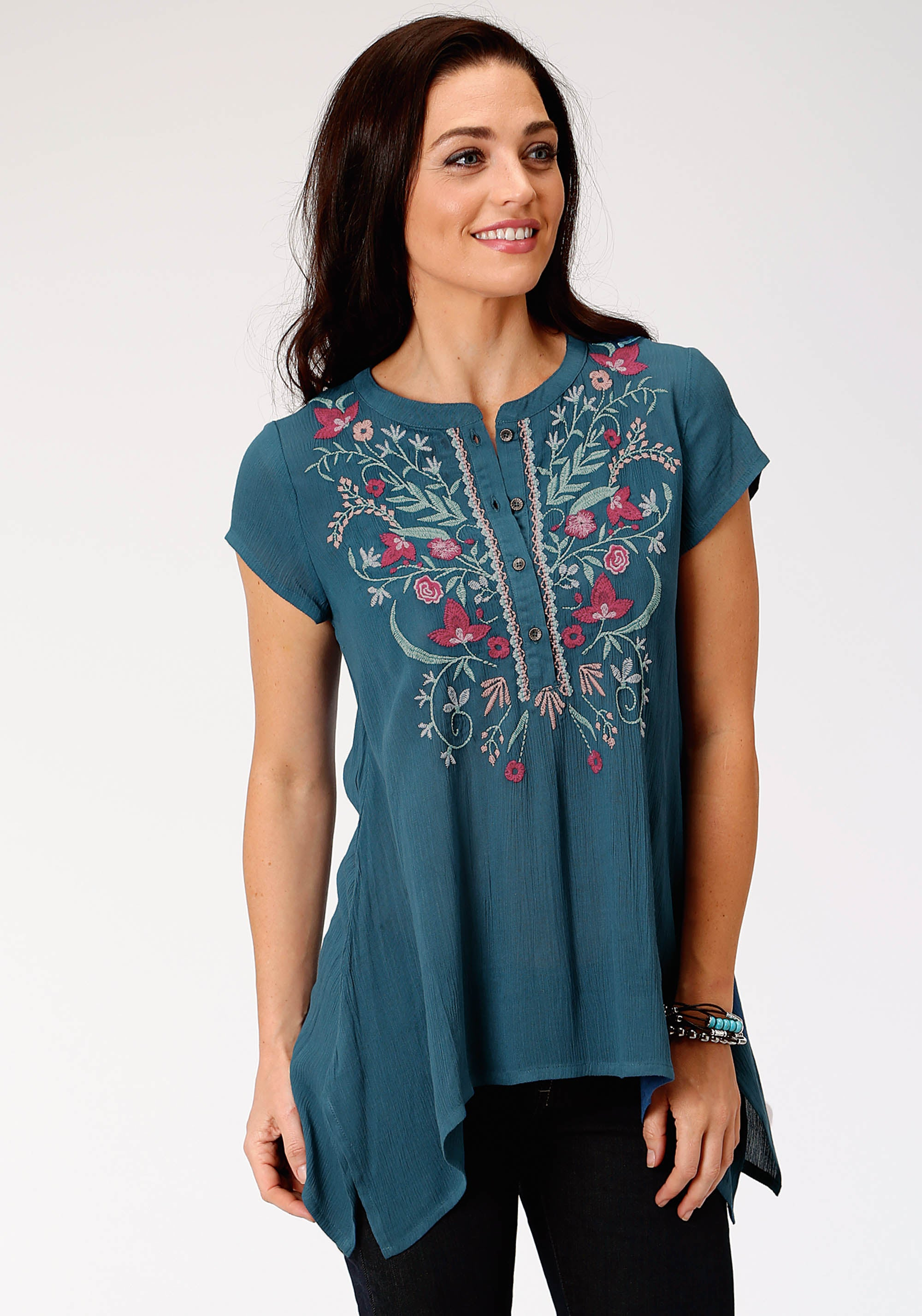 ROPER WOMENS BLUE 3538 RAYON CREPE SS TUNIC W/EMBROIDERY STUDIO WEST- BLUE ORCHID SHORT SLEEVE
