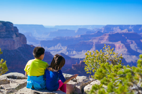 2 children looking on a beautiful view.