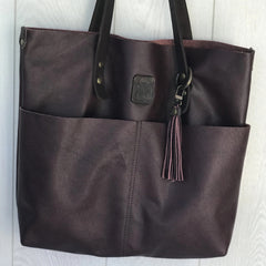 Medium tote bag with slip pockets