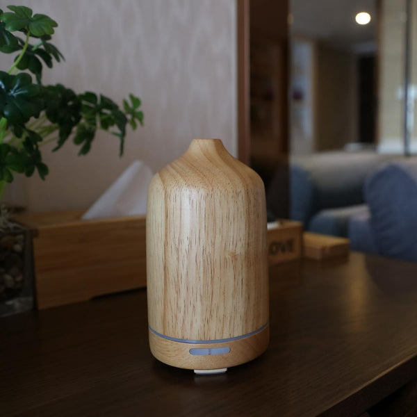 Wonderful_Scents_100_ml_Wood_Essential_Oil_Diffuser_On_Table
