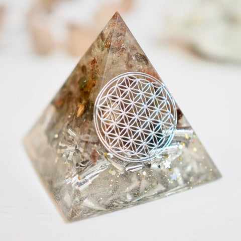 🦁 Pyramid Orgonite | Phantom Quartz | Heart Chakra