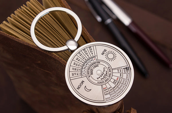 Unique Perpetual Calendar Keychain, with 50 Years (2007-2056) Calendar, Sun/Moon Carving, Best Accessory and Creative Gift for Christmas & New Year