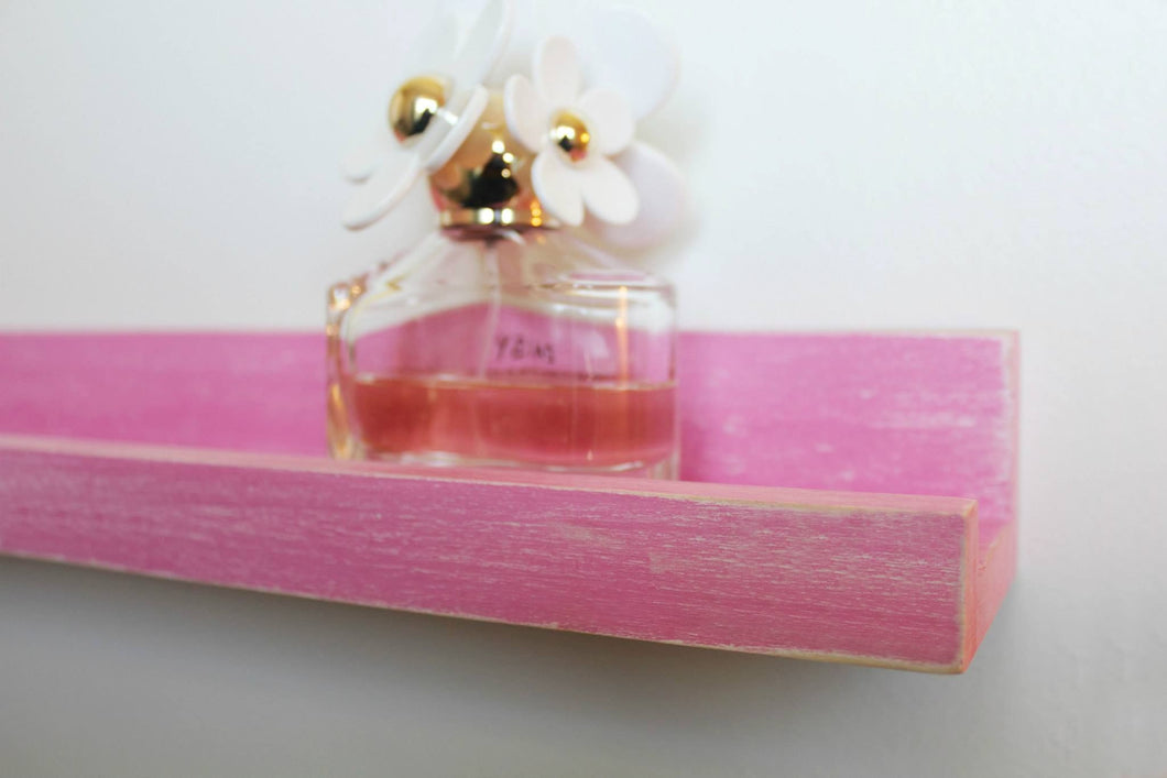 JTWoodworks pink distressed ledge style shelf is perfect for organizing small items and displaying pictures or books within your home. It is also great in your office, studio, gallery or studio for displaying products and holding supplies.