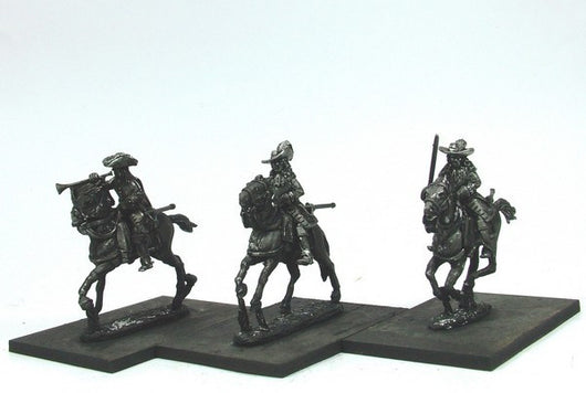 WLOA44b Cuirassiers Command in Hats, Front Plate Only on Galloping Horses - Warfare Miniatures USA